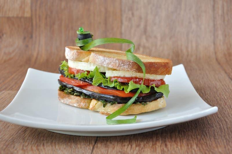 auberginesmörgås arkivfoto