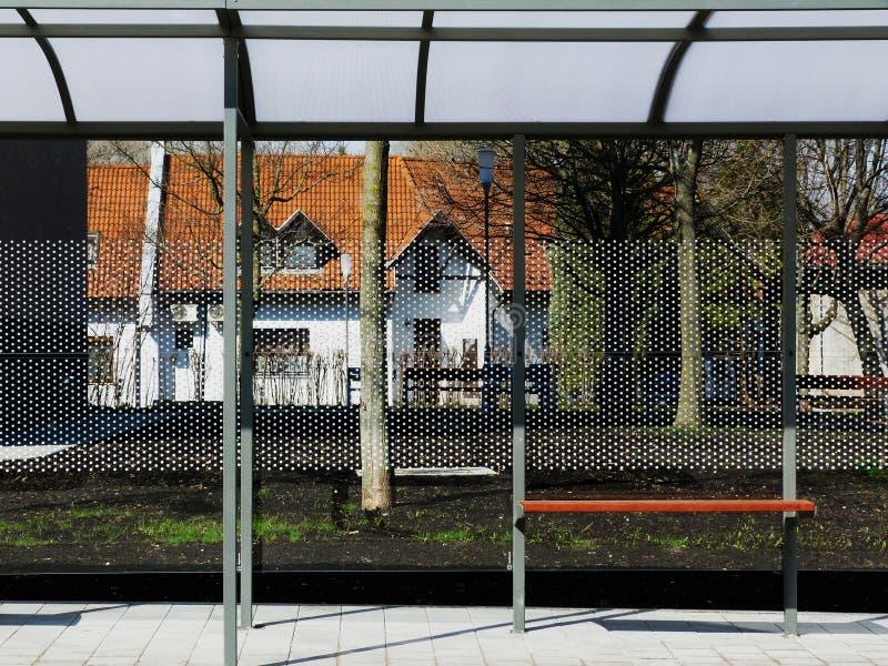 Aubette moderne en verre et d'aluminium images libres de droits