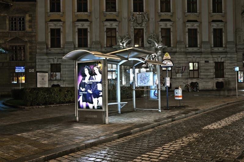 Aubette par nuit à Vienne, Autriche images stock