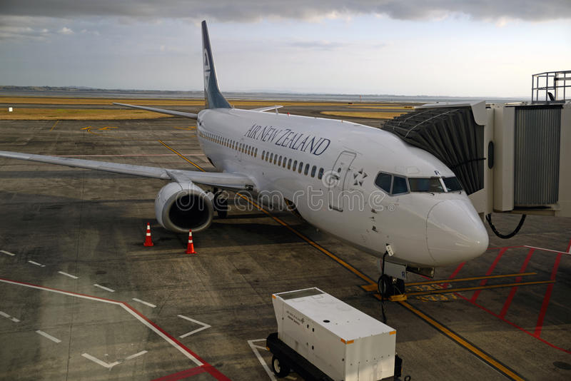 Auckland airport. AUCKLAND, NEW ZEALAND, JANUARY 23, 2015: An Air New Zealand jet takes on passengers at Auckland Airport, Northland, New Zealand on January 23 stock image