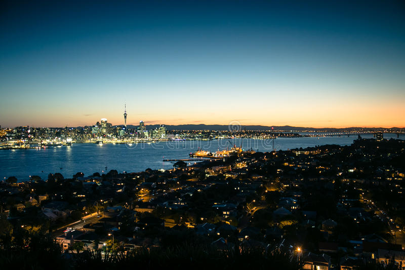 Auckland au crépuscule images libres de droits