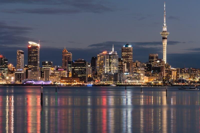 Auckland CBD na noite imagens de stock