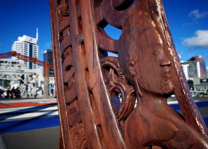 Auckland de talla maorí fotos de archivo