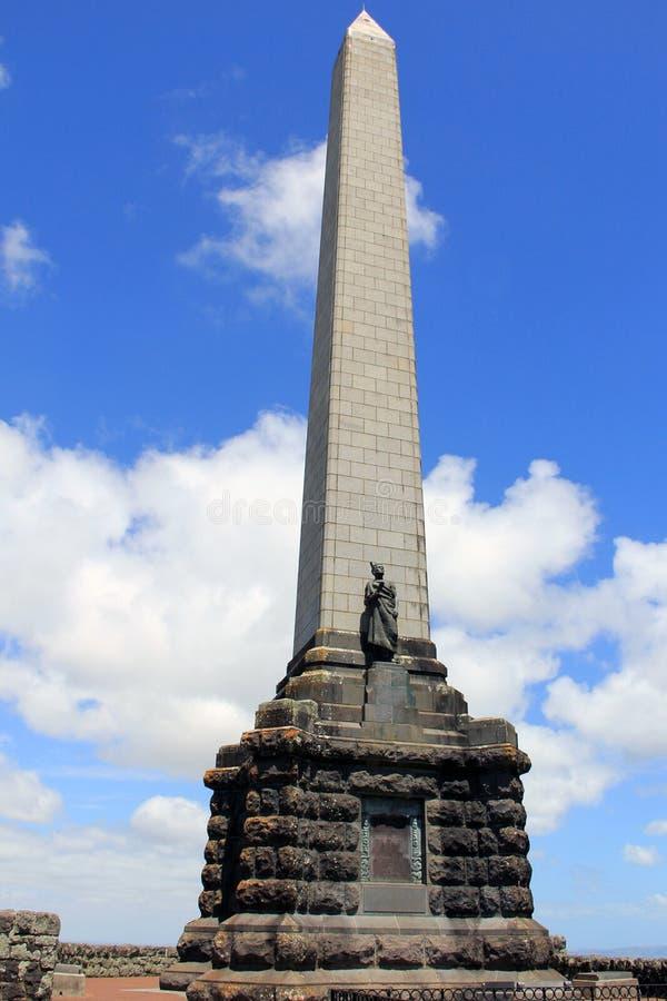 Auckland, Nueva Zelanda, conmemorativo en una colina del árbol fotos de archivo