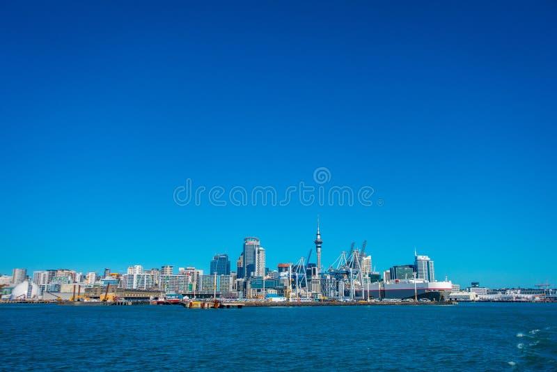 AUCKLAND, NUEVO SELANDIA 12 DE MAYO DE 2017: Hermosa vista de la zona urbana más grande y más populosa de Auckland, en imagen de archivo