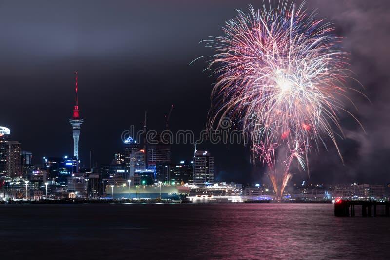 AUCKLAND, NZ - 27 JANVIER : Feux d'artifice célébrant l'anniversaire d'Auckland le 27 janvier 2019 photos libres de droits