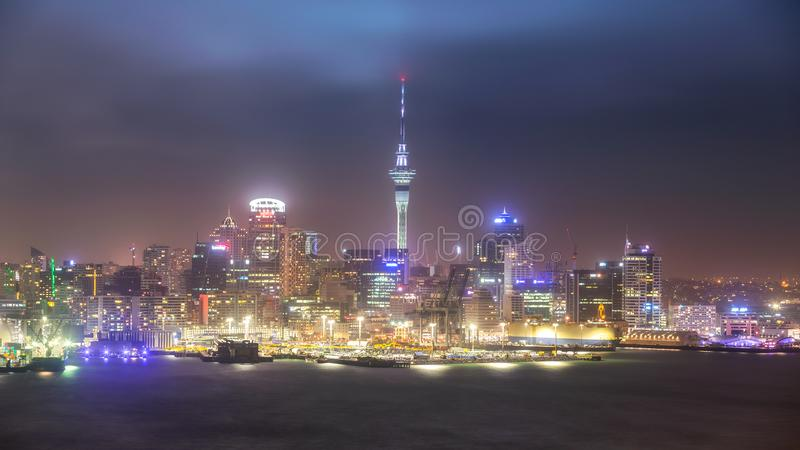 Auckland pejzaż miejski od Devonport, Nowa Zelandia zdjęcie royalty free