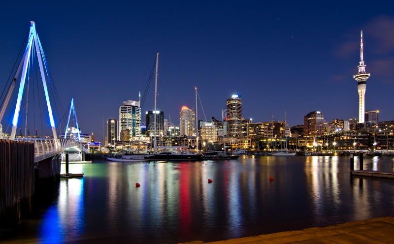 Auckland, skyline com ponte foto de stock royalty free