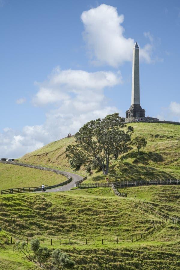 Auckland une côte d'arbre photos stock