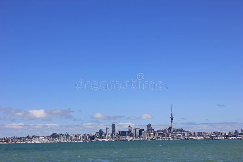 Aucklands Skyline i Nya Zeeland arkivbilder