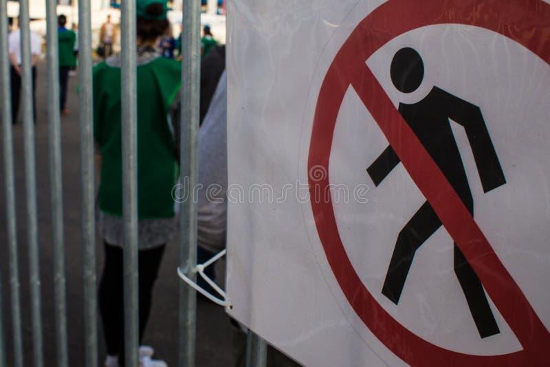 Aucun passants par le signe image stock