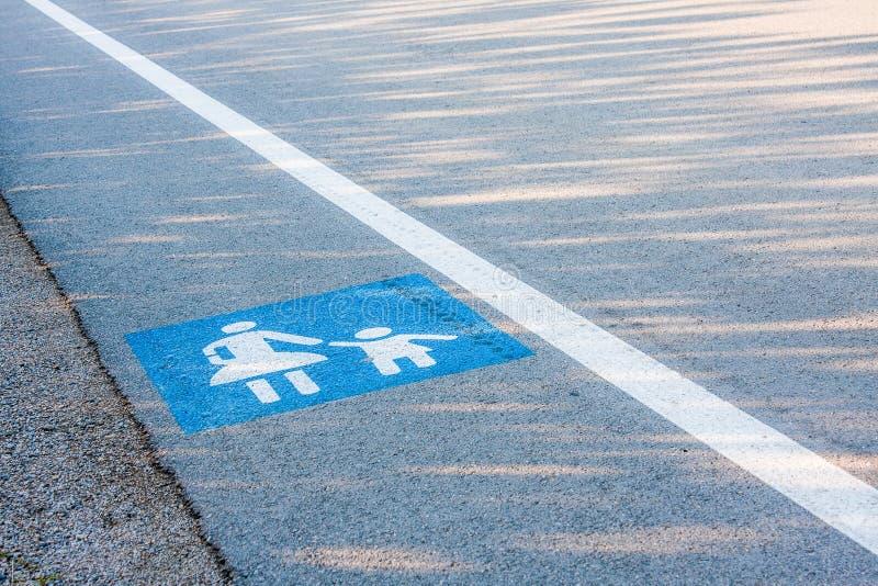 Aucun trottoir, signe de marche de piétons image libre de droits