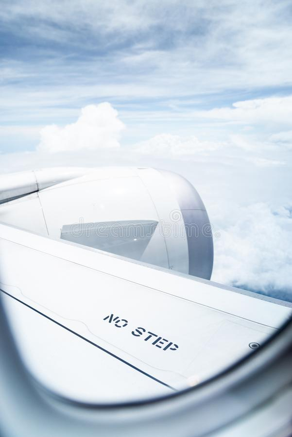 Aucune étape ne se connectent l'aile d'avion de ligne photo stock