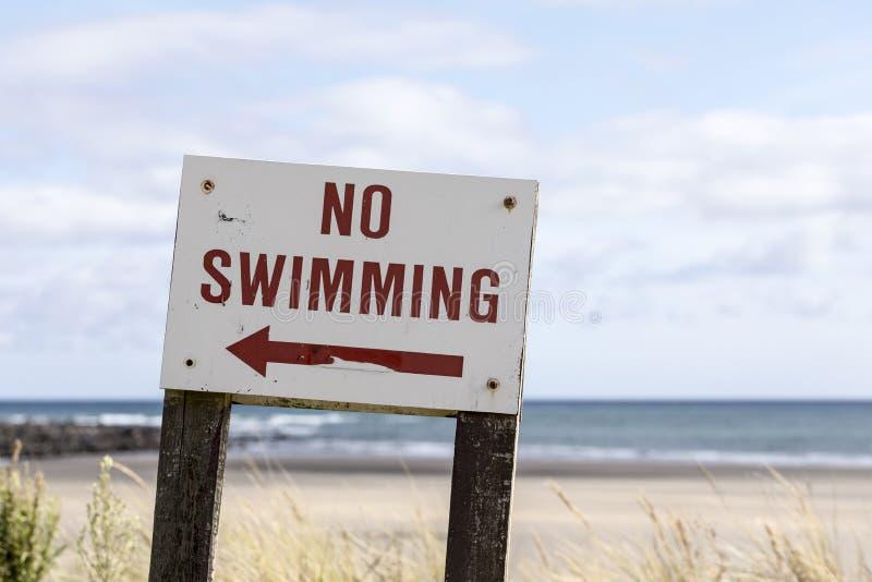aucune vieille natation de signe photo stock