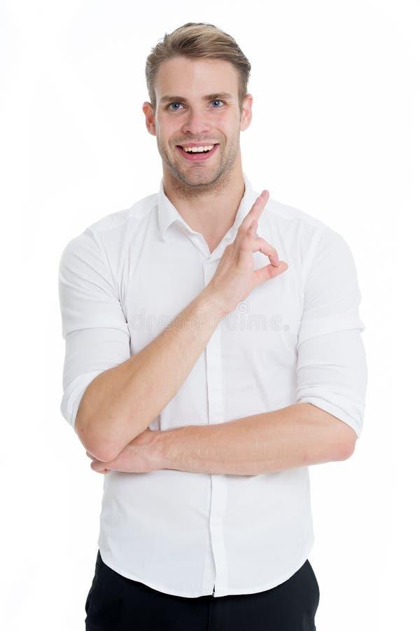 Aucuns problèmes Équipez le visage de sourire posant avec confiance prêt à aider le fond blanc Type avec le poil heureux de vous  photos stock