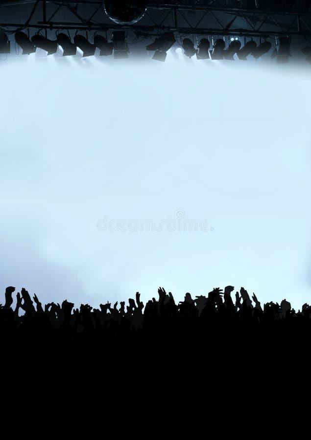 Audiência do partido ou multidão do concerto na violeta imagem de stock royalty free