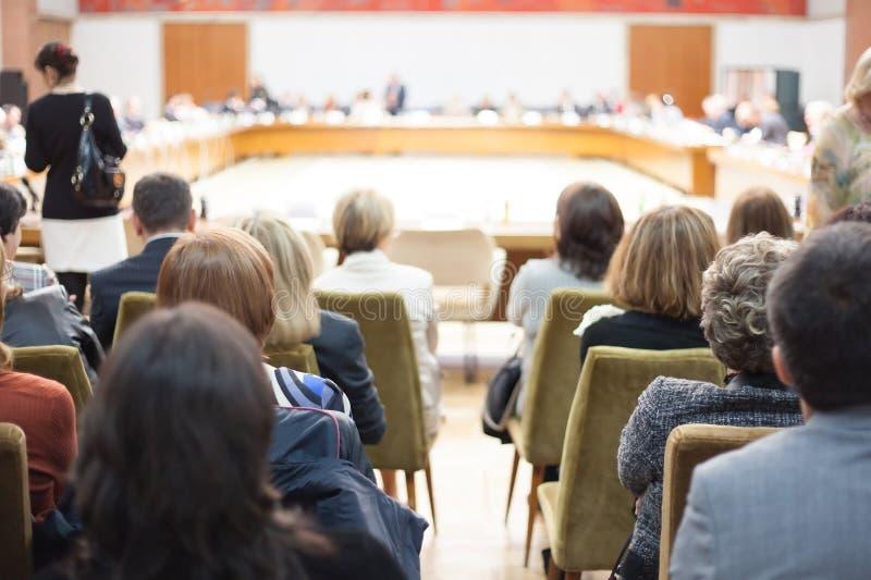 Audiência no debate público fotos de stock royalty free