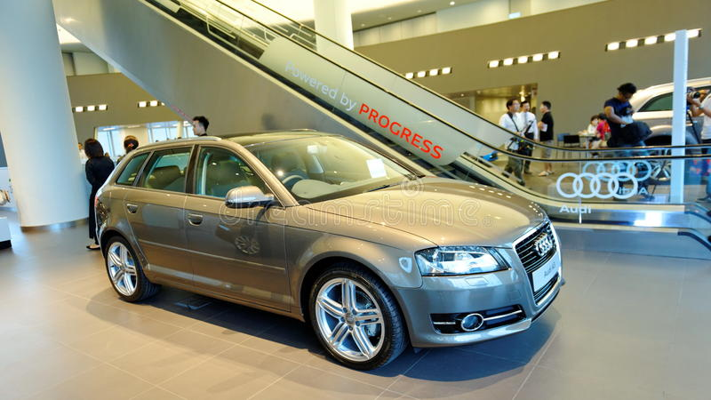 Audi A4 avant на центре Сингапуре Audi стоковое фото