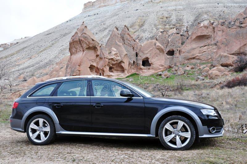 Audi a4 allroad sesja zdjęciowa. i cappadocia czarodziejscy kominy w nevsehir Turcja zdjęcie stock