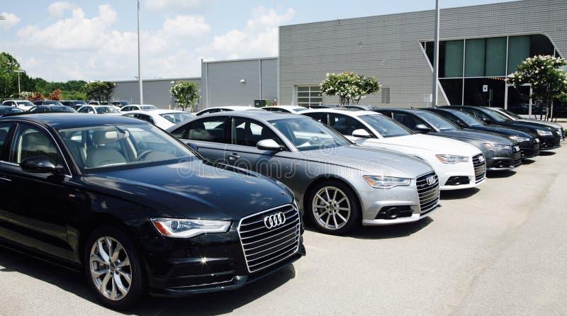 Audi Automobiles em um lote do carro fotos de stock