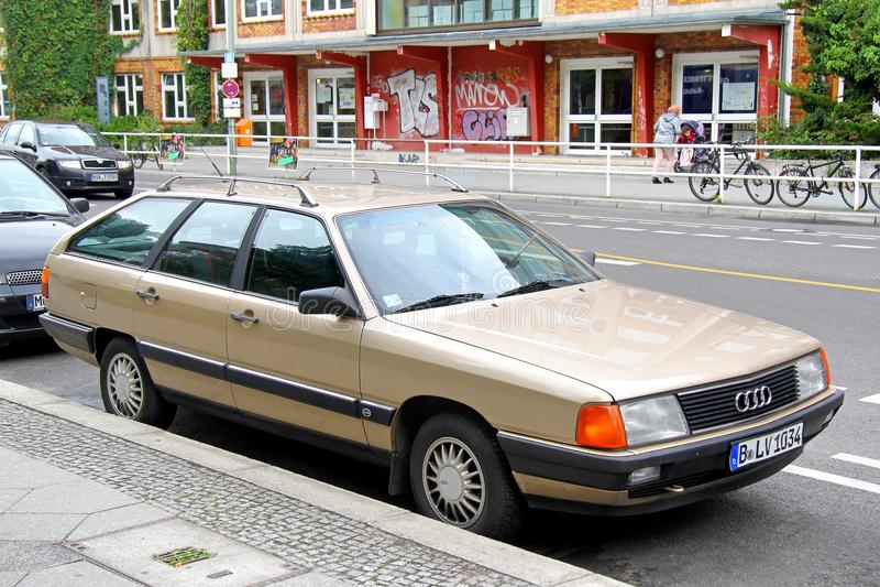 Audi 100 Avant fotografie stock libere da diritti