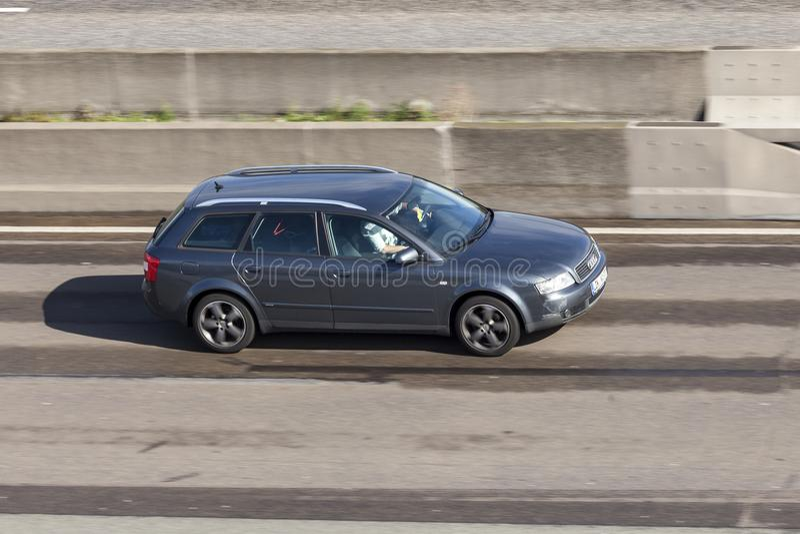 Audi A4 Avant op de weg royalty-vrije stock foto