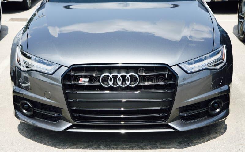 Audi A6 em um lote do carro imagens de stock royalty free