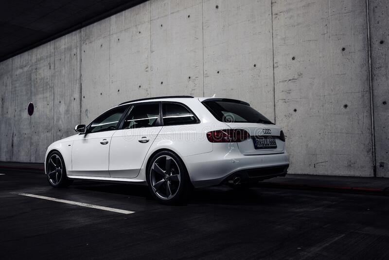 Audi Hatchback No Túnel Domínio Público Cc0 Imagem