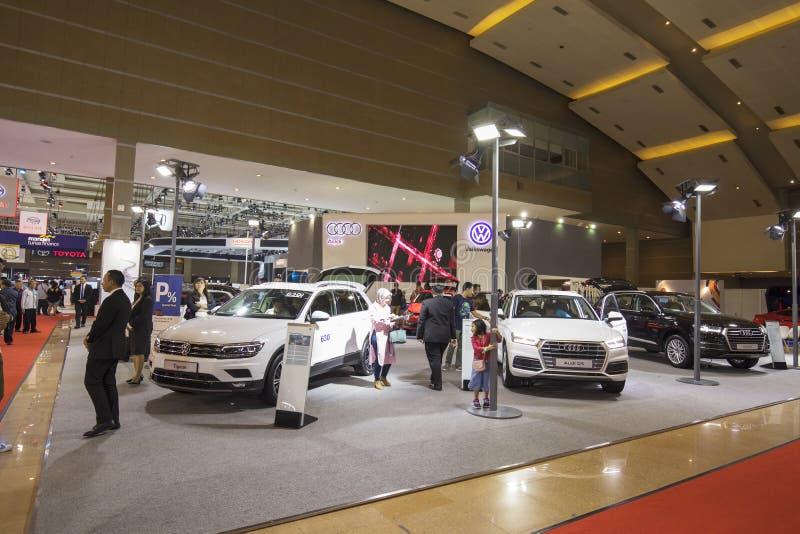 Audi i wolkswagena budka przy wystawą obrazy stock
