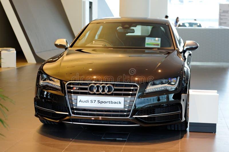 Audi neuf lancé S7 sur l'affichage photos libres de droits