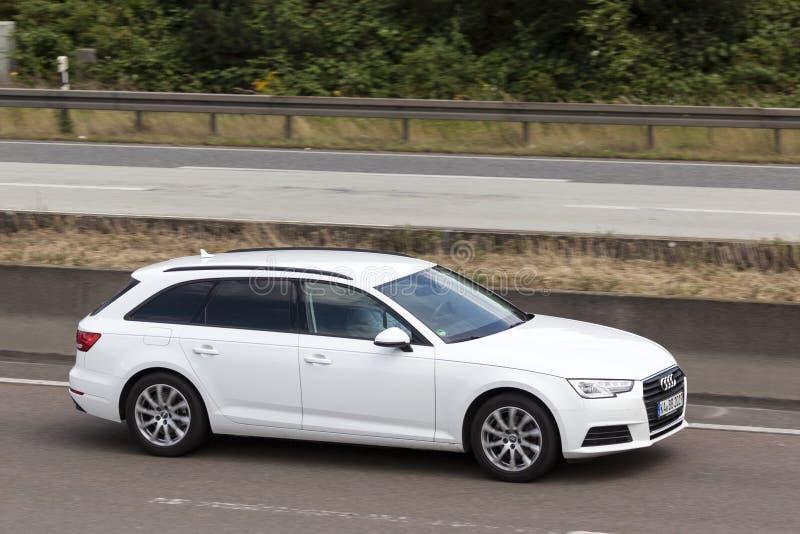Audi A6 nieruchomość na drodze fotografia royalty free