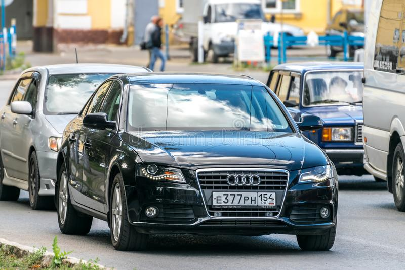 Audi A6 på gatan arkivbilder