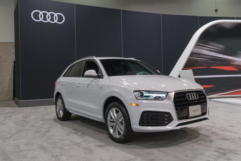 Audi Q3 sur l'affichage images libres de droits