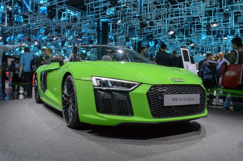 Audi R8 V10 plus la voiture de sport au Salon de l'Automobile d'IAA Francfort images libres de droits