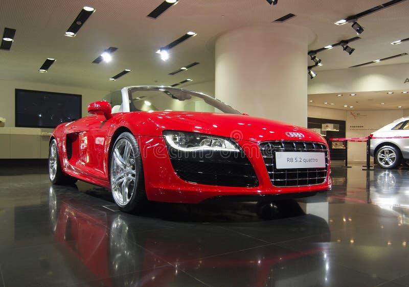 Audi R8s, mässhall royaltyfri foto