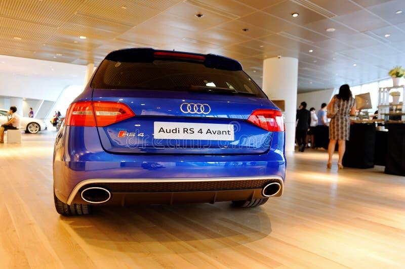 Audi RS4 Avant no indicador no centro Singapore de Audi imagens de stock