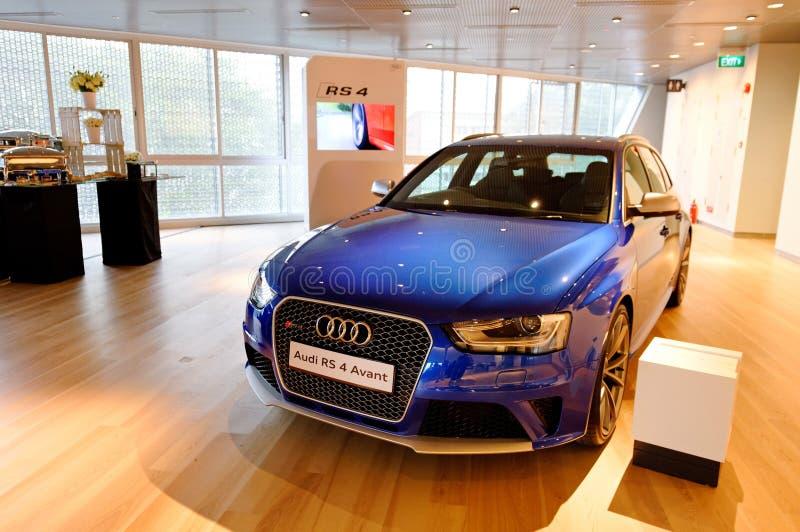 Audi RS4 Avant su visualizzazione al centro Singapore di Audi fotografia stock libera da diritti