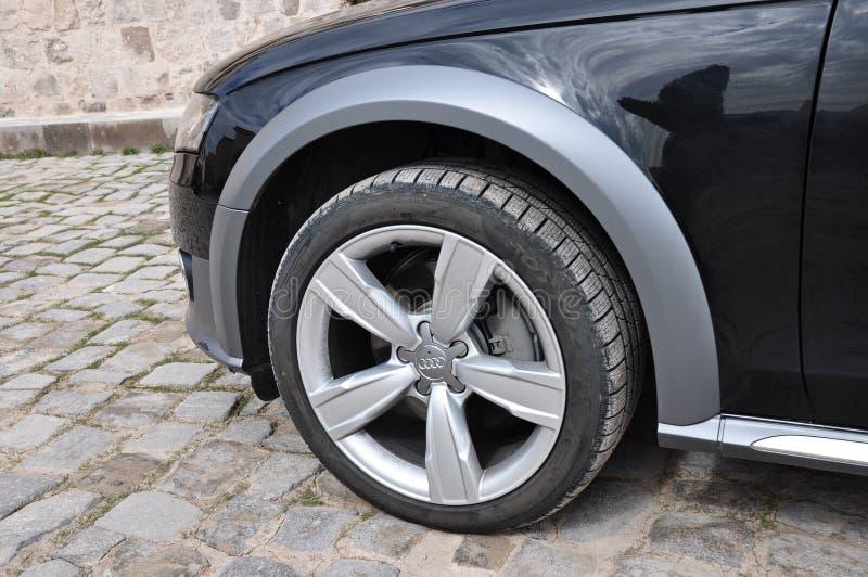 Audi A4 tutta la fine della strada sulla gomma immagine stock libera da diritti