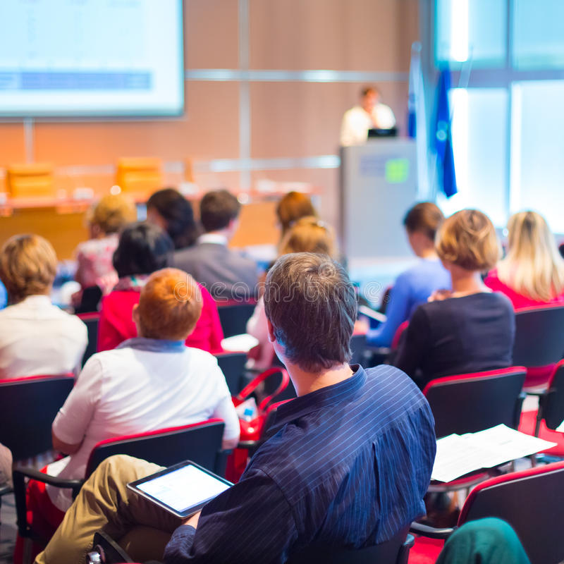 Audiencia en la sala de conferencias imagen de archivo