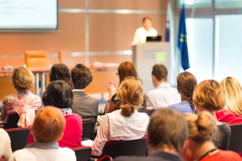 Audiencia en la sala de conferencias fotos de archivo