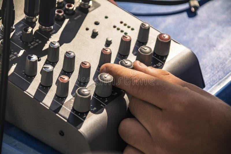 Audio attrezzatura del miscelatore fotografia stock libera da diritti