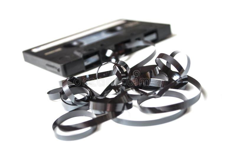 Audio cassetta d'annata con la banda magnetica fuori sopra fotografia stock libera da diritti