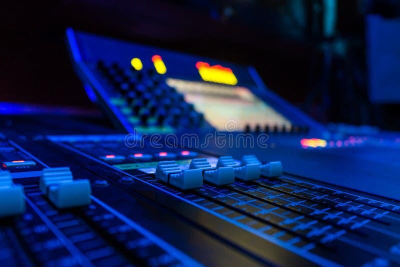 Audio console mescolantesi professionale grandangolare della commissione fotografia stock