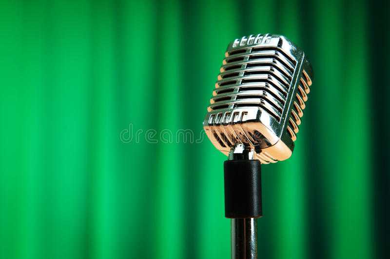 Audio microfoon op de achtergrond stock afbeelding