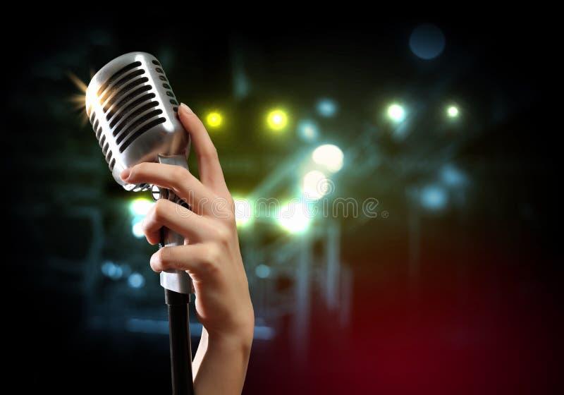 Download Audio Microfoon Retro Stijl Stock Foto - Afbeelding bestaande uit hand, muziek: 29511422