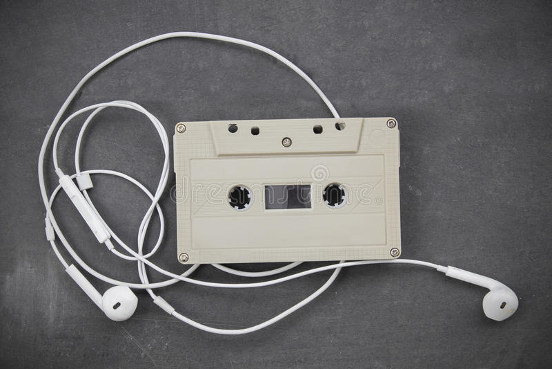 Audio nastro a cassetta Retro-disegnato immagini stock libere da diritti