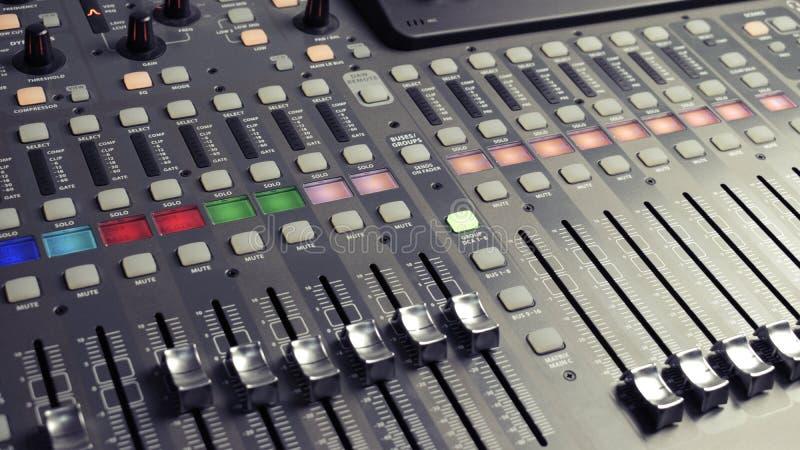 Audio profesional del mezclador de sonidos de Digitaces imágenes de archivo libres de regalías