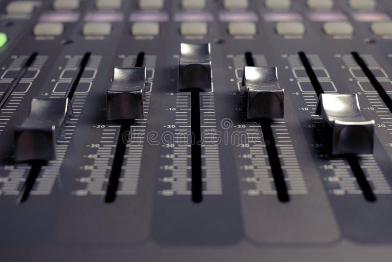 Audio profesional del mezclador de sonidos de Digitaces foto de archivo libre de regalías