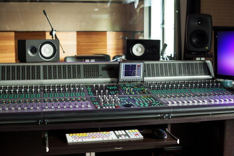 Audio strumentazione professionale in studio immagini stock