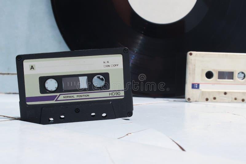 Audiokassetten und Vinyl stockfoto